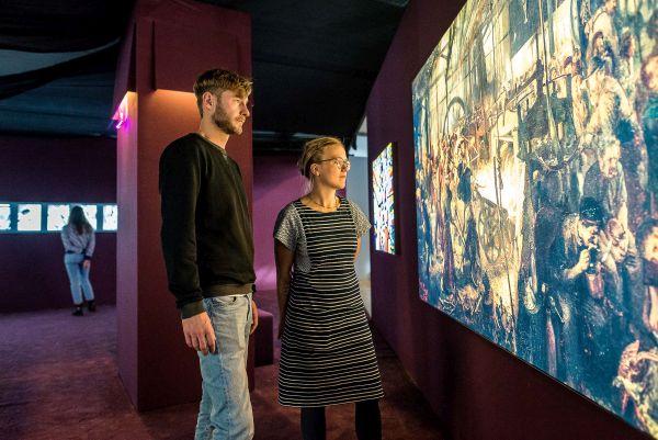 Blick in die Ausstellung Out of Office. Museum der Arbeit. Foto Daniel Nide 7 Hamburg